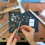 Das Foto ist von Ivana Krzelj vom Blog WTF Iviiivi, die der Schmuckdesignerin für eine Homestory beim Arbeiten über die Schulter geschaut hat. © Ivana Krzelj