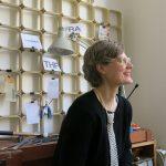 Hinter dem Schmucklabel Dreilettercode steckt die Judith Marlene Hartnack, die die Schmuckstücke in Handarbeit in ihrem Atelier in Frankfurt anfertigt. © Ivana Krzelj