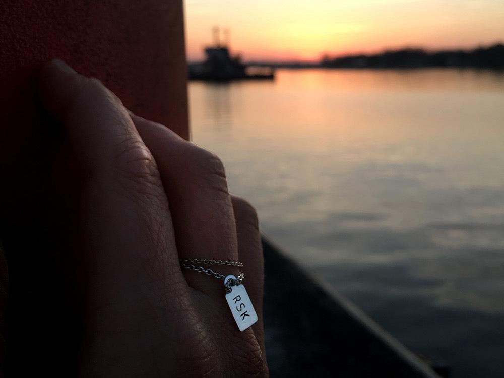 Sonnenuntergang in Rostock - auch Häfen haben einen 3lettercode